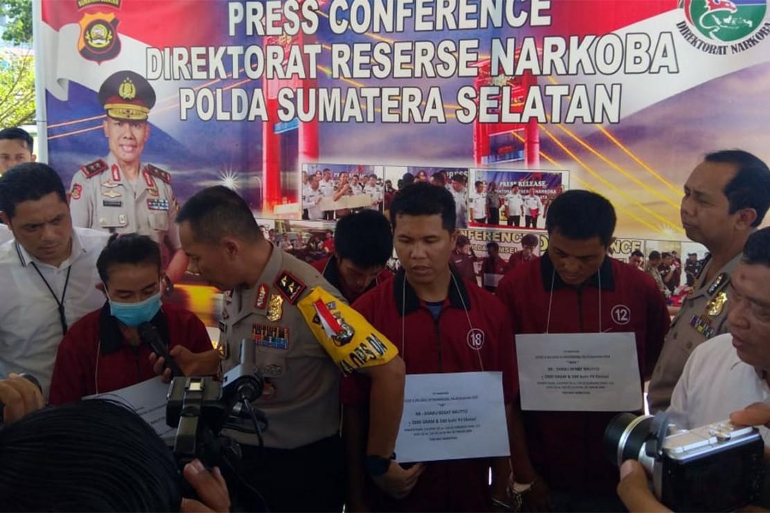 Polisi Ringkus Empat Tersangka Pengedar 7,6 Kg Sabu