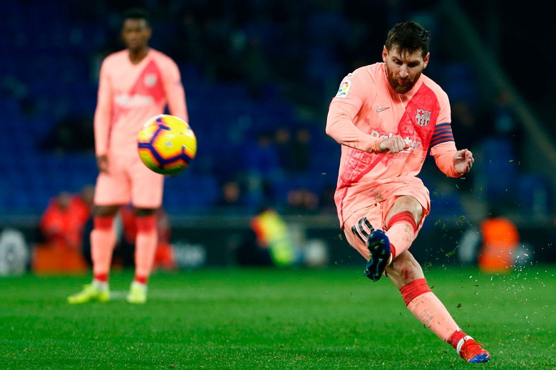 Keunggulan tiga gol tak membuat Barcelona mengendurkan serangan mereka. Pada menit ke-65 Barca mencetak gol keempat yang lagi-lagi lahir dari tendangan bebas Messi.