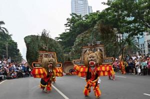 Pertunjukan Reog Ponorogo mewarnai Pawai Budaya di Jalan Jenderal Sudirman, Jakarta, Minggu, 9 Desember 2018.