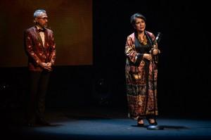 Penghargaan Lifetime Achievement diberikan kepada aktris senior Widyawati. Antara Foto/Aprillio Akbar