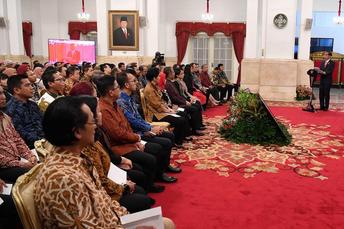 Menurut Kepala Negara,revolusi industri telah menyediakan teknologi yang bisa membantu dan sekaligus bisa mengambil alih tugas kehumasan.
