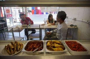 Warung rumpi menjadi obat rindu bagi sejumlah WNI di London yang rindu akan cita rasa masakan Indonesia. Baik dari kalangan pelajar hingga pekerja selalu ramai mengunjungi warung tersebut, untuk sekadar mengisi perut atau bercengkerama dengan sesama perantau dari Indonesia.