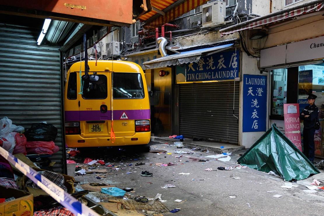 Sedikitnya empat orang tewas dan 10 lainnya luka-luka akibat kejadian tersebut. Selain pengemudi yang menderita luka di kepala, leher, dan punggung, sembilan pejalan kaki lainnya yang berusia antara 22 dan 89 dibawa ke rumah sakit untuk perawatan.