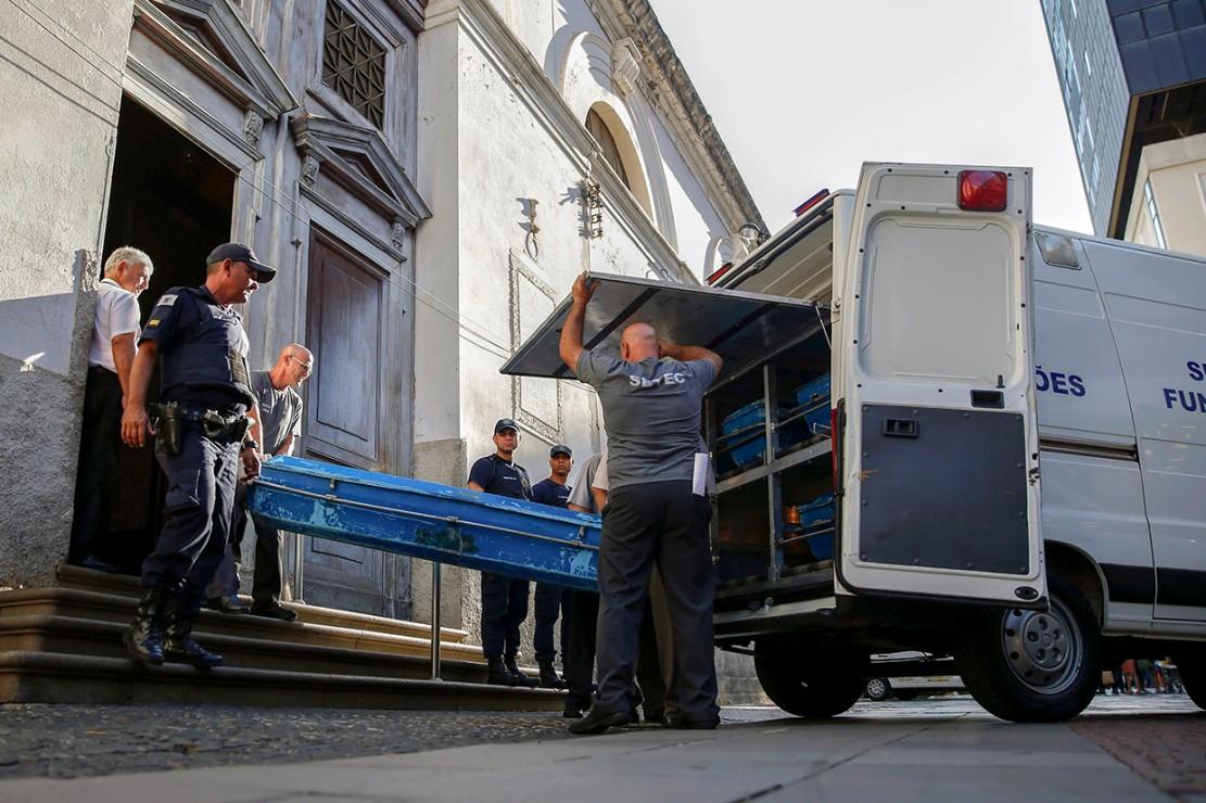 Polisi berhasil mengidentifikasi pelaku penembakan, yakni seorang pria paruh baya bernama Euler Fernando Gandolfo. Dia diketahui berprofesi sebagai analis sistem, yang tidak memiliki catatan kriminal sedikit pun.