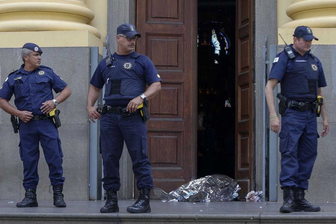 Belum diketahui motif di balik aksi penembakan tersebut. Keuskupan Campinas menyatakan Metropolitan Cathedral ditutup sementara selama polisi melakukan penyelidikan.