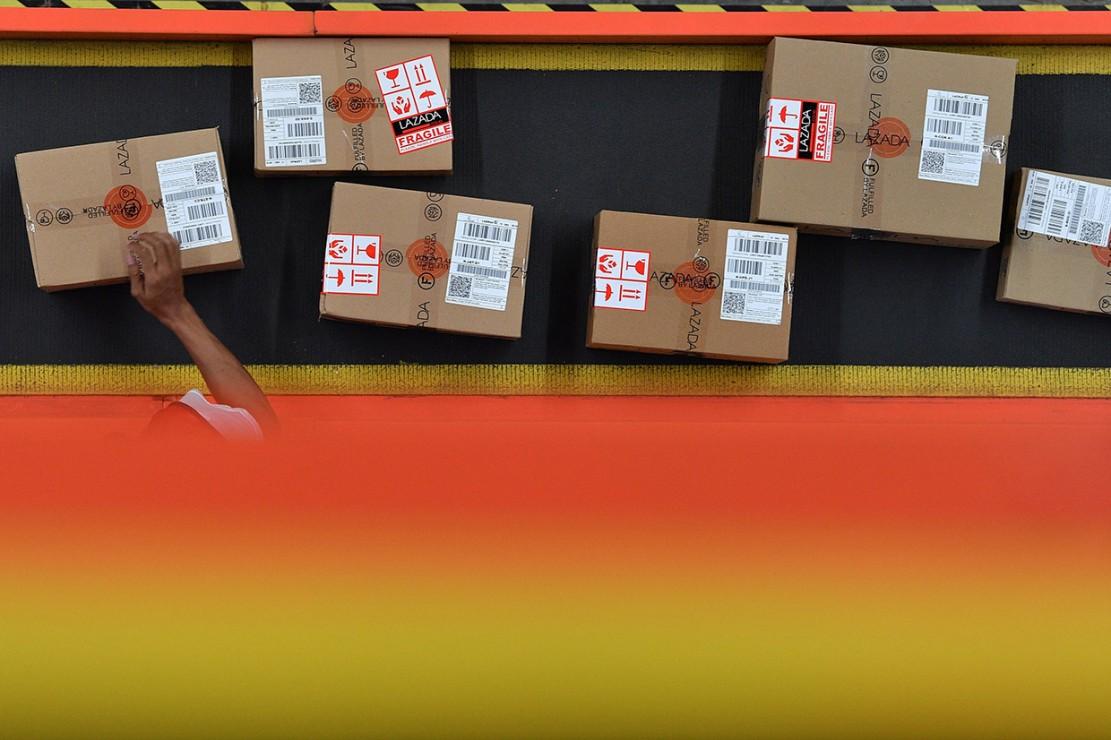 Harbolnas adalah momen ketika semua e-commerce berlomba-lomba menarik pelanggan dengan promo yang menarik, baik diskon ataupun cashback yang besar. Salah satunya adalah Lazada.