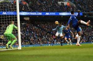 Sayang, gol tersebut menjadi tak berarti setelah tuan rumah kembali memperlebar jarak di menit 69. Raheem Sterling mencetak gol ketiga City lewat tandukan dari dalam kotak penalti menyambut umpan silang Bernardo Silva. Skor menjadi 3-1 untuk City.