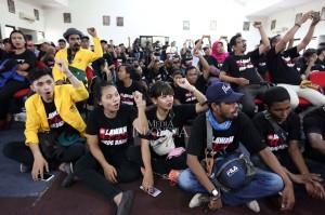 Para mantan aktivis reformasi 98 itu mendirikan Rumah Gerakan 98 dan #LawanOrdeBaru sebagai bentuk perlawanan kepada bahaya laten munculnya kembali kroni masa orde baru yang membentuk partai politik dan mendompleng pada salah satu calon presiden.