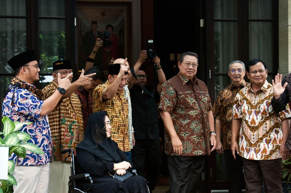 Pasangan Cawapres Sandiaga Uno itu disambut SBY bersama Sekjen Demokrat Hinca Panjaitan dan Ketua Kogasma Demokrat Agus Harimurti Yudhoyono.