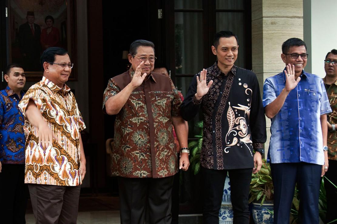 Prabowo didampingi sejumlah tokoh seperti Djoko Santoso, Fuad Bawazier, Rahmawati Soekarnoputri, Dahnil Anzar Simanjuntak dan lain-lain.