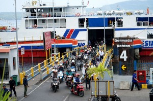 Sementara arus mudik di Pelabuhan Ketapang, Banyuwangi, hari ini juga sudah mulai terasa.