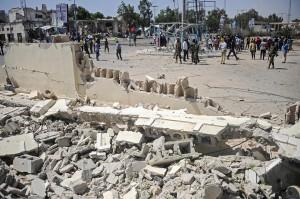 Bom mobil bunuh diri meledak di dekat Istana Kepresidenan Somalia, sedikitnya 6 orang tewas.