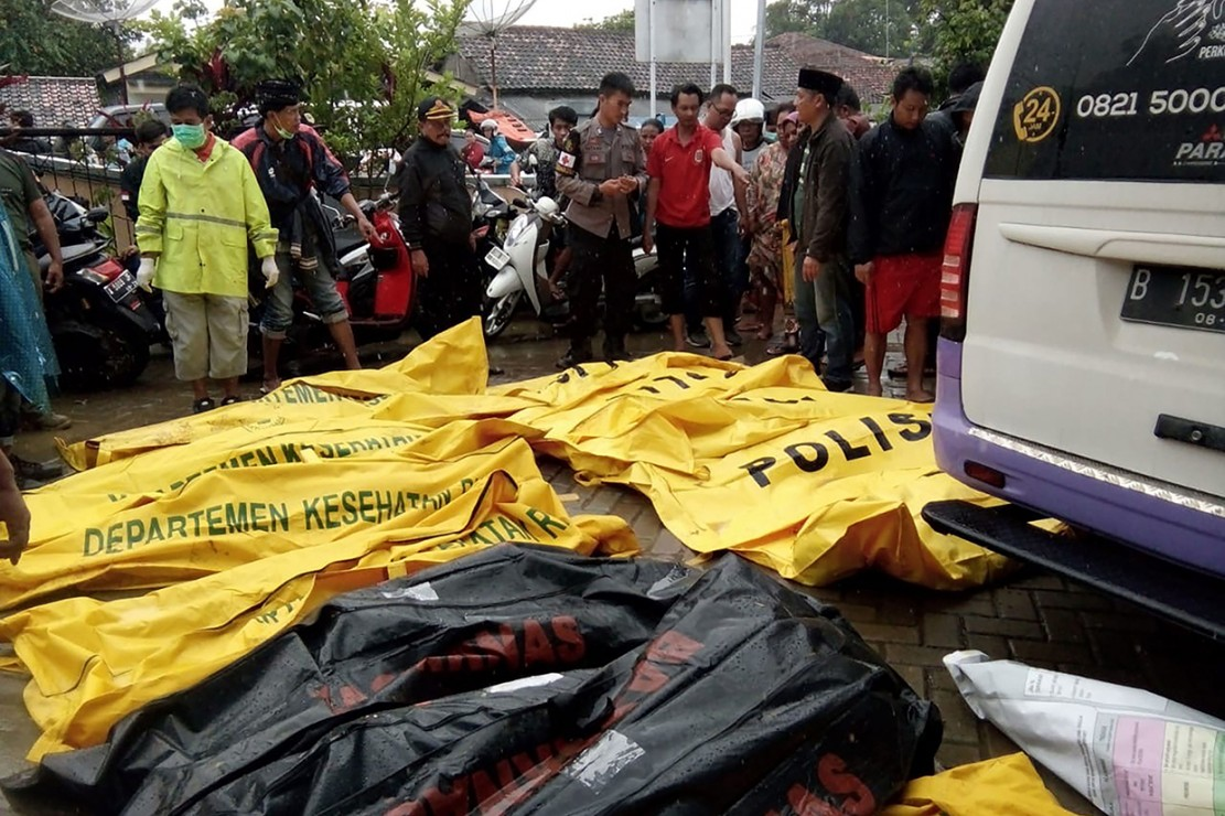 Korban tsunami Selat Sunda yang menerjang Banten dan Lampung terus bertambah. Hingga saat ini, jumlah korban tercatat mencapai 168 orang. Afp Photo/Semi