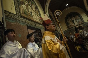 Uskup Agung Jakarta Mgr Ignatius Suharyo memimpin misa Natal di Gereja Katedral, Jakarta. Antara Foto/Aprillio Akbar