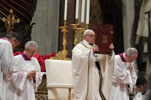Dalam khotbahnya, Paus Fransiskus mengatakan memperingati kelahiran Kristus seharusnya dijadikan cara baru dalam menjalani hidup, yaitu