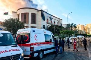 IS mengklaim mengaku bertanggung jawab atas serangan yang mengakibatkan tiga orang tewas dan belasan lainnya luka-luka tersebut.