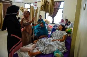 Para korban tsunami Lampung Selatan menjalani perawatan intensif di Rumah Sakit Bob Bazar, Kalianda. AFP Photo/Mohd Rasfan