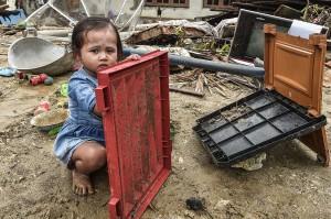 Kerusakan parah membuat wilayah paling ujung Pulau Jawa tersebut sulit ditembus tim SAR.
