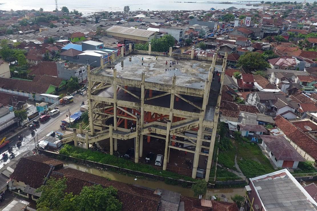 Foto aerial bangunan shelter tsunami Labuan, Pandeglang, Banten, Rabu, 26 Desember 2018.