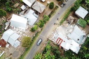 Gempa bumi berkekuatan 7 SR mengguncang Lombok, Nusa Tenggara Barat, 5 Agustus 2018. Selama berlangsungnya tanggap darurat, tercatat hingga lima kali Presiden Joko Widodo datang meninjau langsung kondisi di lapangan. Antara Foto/Ahmad Subaidi