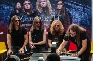 Megadeth melelang dua gitarnya yang hasilnya disumbangkan untuk korban bencana gempa di Palu dan Donggala. Grup musik trash metal asal Amerika Serikat itu tampil dalam JogjaROCKarta : International Musik Festival 2018 di Yogyakarta, 27 Oktober 2018. Antara Foto/Andreas Fitri Atmoko