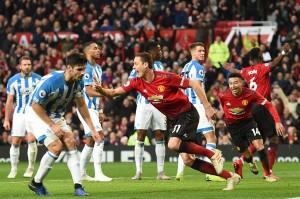 Tekanan yang dilancarkan MU akhirnya membuahkan hasil ketika sepak pojok Jesse Lingard disambut Victor Lindelof namun terhalau di garis gawang, dan bola liar jatuh di hadapan Matic yang dengan mudah mencetak gol perdananya musim ini pada menit ke-28.