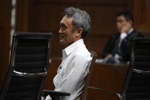 Mantan petinggi Lippo Group Eddy Sindoro didakwa memberikan suap sebesar Rp 150 juta dan 50.000 dollar Amerika Serikat (AS) kepada panitera pada Pengadilan Negeri (PN) Jakarta Pusat, Edy Nasution.