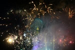 Presiden Joko Widodo meresmikan patung Garuda Wisnu Kencana (GWK) di Ungasan, Bali, 22 September. Bila dihitung dari bagian penyangganya, patung setinggi 121 meter dengan bentang sayap garuda sepanjang 65 meter itu merupakan patung tertinggi ke tiga di muka bumi. AFP Photo/Sony Tumbelaka