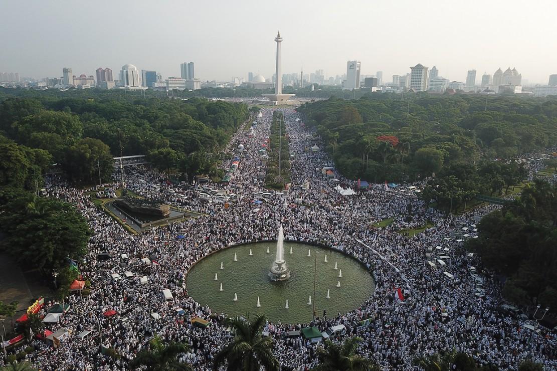 Berawal dari kontroversi, ajang Reuni 212 yang menghadirkan Capres Prabowo Subianto berbuntut jadi isu politik nasional. Di dalam berbagai kesempatan setelahnya, Prabowo melontarkan kecaman kepada pers yang dinilainya mengabaikan peristiwa itu yang diklaim dihadiri 13 juta orang. Padahal ada 55 situs berita online, 86 surat kabar dan hampir semua televisi siaran nasional yang memberitakannya. Antara Foto/Sigid Kurniawan
