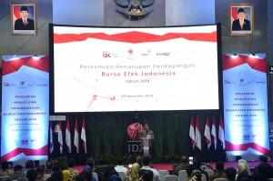 Di depan ratusan pelaku pasar, kepala negara mengaku mendapatkan bisikan bahwa kinerja IHSG pada tahun ini merupakan yang terbaik kedua di dunia. Jokowi mengemukakan, capaian tersebut berhasil diraih Indonesia di tengah ketidakpastian ekonomi global, yang memberikan cukup pengaruh terhadap psikologi pasar.