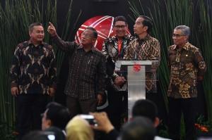 Jokowi juga menyuarakan rasa optimisme kepada seluruh stakeholder agar pasar modal nasional terus mengalami perbaikan.
