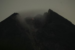 Menurut BPPTKG guguran lava pijar yang biasa terjadi itu merupakan fase pertumbuhan kubah lava baru dengan status waspada (level II), serta mengimbau kepada masyarakat untuk waspada dan mengosongkan radius 3 km dari puncak Gunung Merapi.