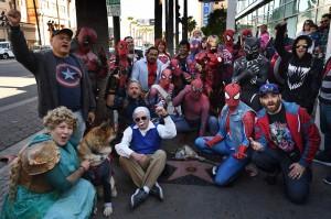 Para penggemar dengan mengenakan kostum karakter komik Marvel berkumpul di bintang Hollywood Walk of Fame milik Stan Lee, di Hollywood, California, Jumat, 28 Desember 2018 waktu setempat.