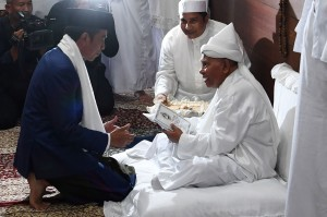 Jokowi menyampaikan terima kasih atas sambutan yang diberikan. Ia mengatakan sudah lama berencana berkunjung ke perkampungan religius Babussalam untuk bertemu Tuan Guru.Ia juga mohon doa restu agar diberikan kekuatan dalam mengelola NKRI, menghadapi berbagai bencana, cobaan dan ujian dalam mengelola negara.