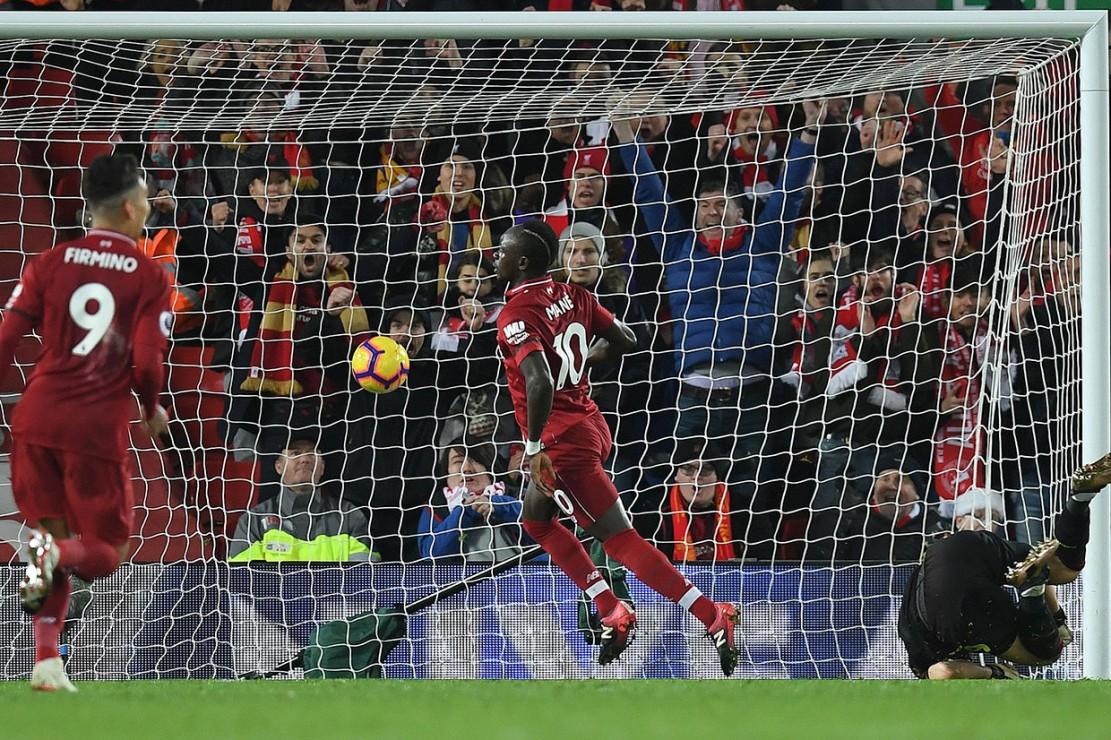 Liverpool memperbesar keunggulan menjadi 3-1 pada menit ke-32 lewat sontekan Sadio Mane menyambut umpan matang Mohamed Salah.