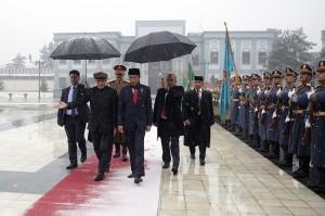 Presiden Joko Widodo melakukan kunjungan kenegaraan ke Afghanistan, Senin, 29 Januari 2018. Beberapa jam sebelumnya Kabul diguncang teror peledakan bom dan serangan bersenjata ke akademi kepolisian. Kunjungan Presiden Jokowi tersebut merupakan kunjungan kedua Presiden RI ke Afghanistan setelah Presiden Sukarno pada 1961. Afp Photo/POOL/Massoud Hossaini