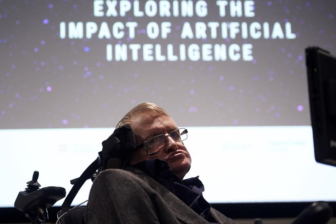 Fisikawan ternama asal Inggris Stephen Hawking meninggal dunia pada Rabu, 14 Maret 2018 di usia 76 tahun. Dia baru saja merayakan ulang tahunnya pada 8 Januari 2018 lalu. Beberapa bulan kemudian kursi roda bermotor dan disertasinya terjual seharga USD 1 juta atau sekitar Rp 14,9 miliar dalam lelang. Afp Photo/Niklas Halle'n