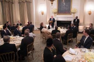 Presiden Amerika Serikat (AS) Donald Trump menggelar buka puasa bersama di Gedung Putih, Kamis, 7 Juni 2018. Ini merupakan acara buka puasa pertama dalam pemerintahannya setelah pada tahun lalu absen. Acara yang dihadiri para undangan dari perwakilan internasional itu digelar di State Dining Room. Afp Photo/Jim Watson
