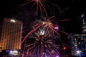 Suasana pergantian malam tahun baru di Bundaran HI, Jakarta. Bundaran HI merupakan salah satu titik favorit untuk menikmati malam pergantian tahun di Jakarta.