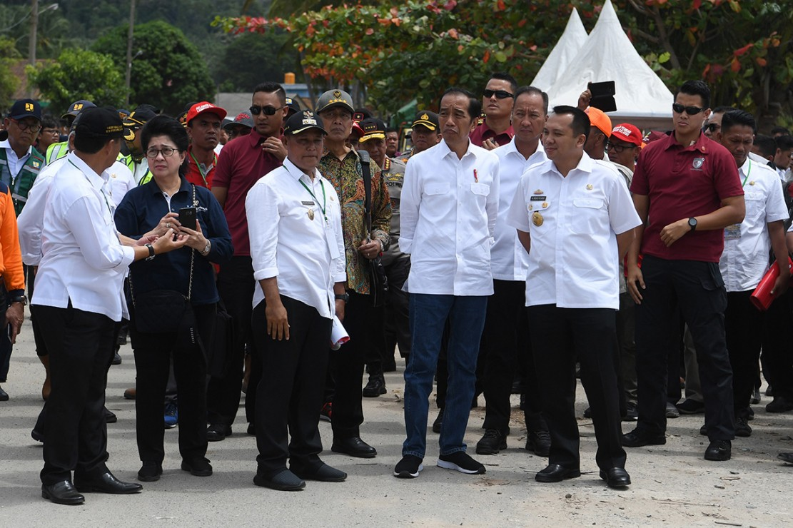 Presiden Joko Widodo didampingi sejumlah menteri kabinet kerja mengunjungi lokasi terdampak tsunami Selat Sunda di Desa Kunjir, Rajabasa Lampung Selatan, Lampung.