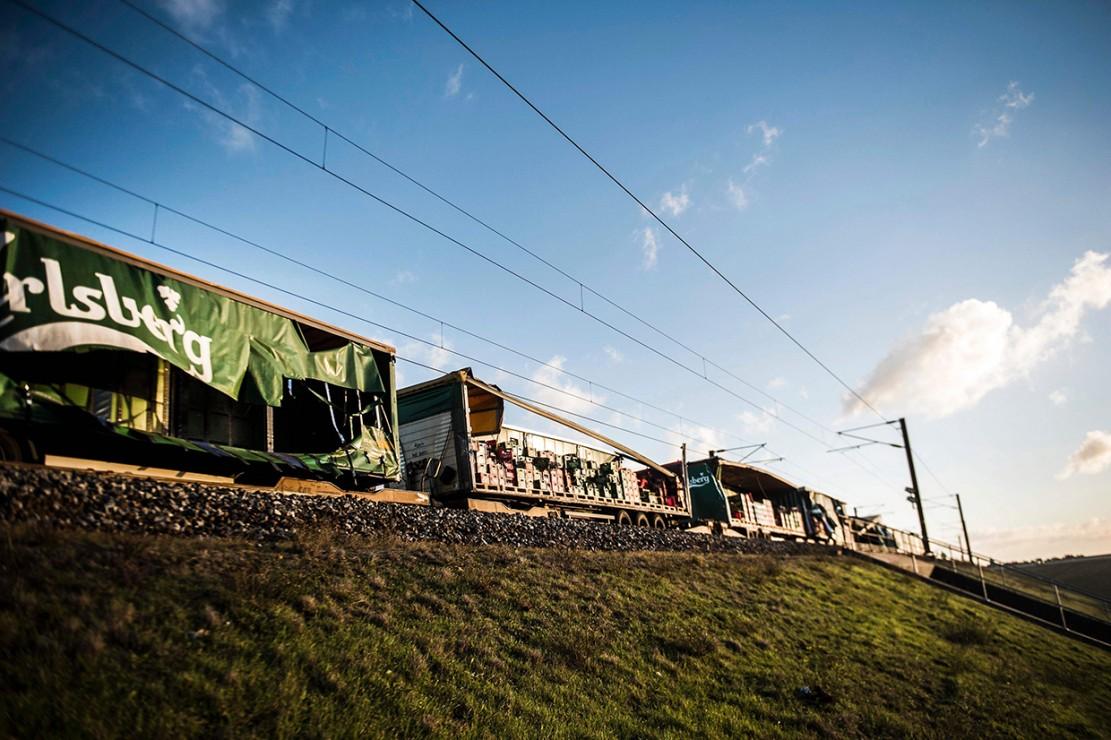 Kereta barang dilaporkan berbenturan dengan kereta penumpang yang melaju dari arah berlawanan. Kereta sempat mengerem untuk menghindari benturan, namun lajunya terlalu cepat. Afp Photo/Tim K. Jensen