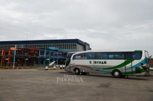 Terminal ini terletak di Pondok Cabe dan berdiri di atas lahan seluas 25.995 m2. Memiliki gaya dan konsep bangunan yang sangat minimalis dengan sistem pencahayaan dari berbagai sisi bangunan yang hampir dipenuhi kaca.