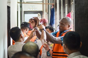 Kementerian Hukum dan HAM Wilayah Jawa Barat bersama Poltabes Bandung, dan BAIS TNI mengamankan delapan WNA asal Nigeria terkait pelanggaran izin tinggal di Indonesia, yang melanggar pasal 71 huruf b Undang-undang no. 6 tahun 2011 tentang keimigrasian.
