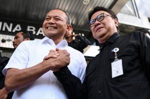 Sementara itu Kabareskrim Komjen Arief Sulistyanto berjanji akan mengungkap pelaku, dari pelaku pertama yang membuat hoaks, pelaku pertama yang mengunggah ke media sosial, sampai pihak yang ikut menyebarkan berita yang ternyata tidak benar itu.