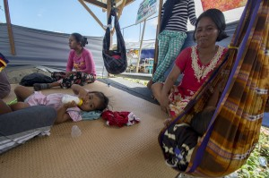 Sejumlah pengungsi beraktivitas di tenda Kamp Pengungsi Terpadu Kelurahan Balaroa, Palu, Sulawesi Tengah, Kamis, 3 Januari 2019.