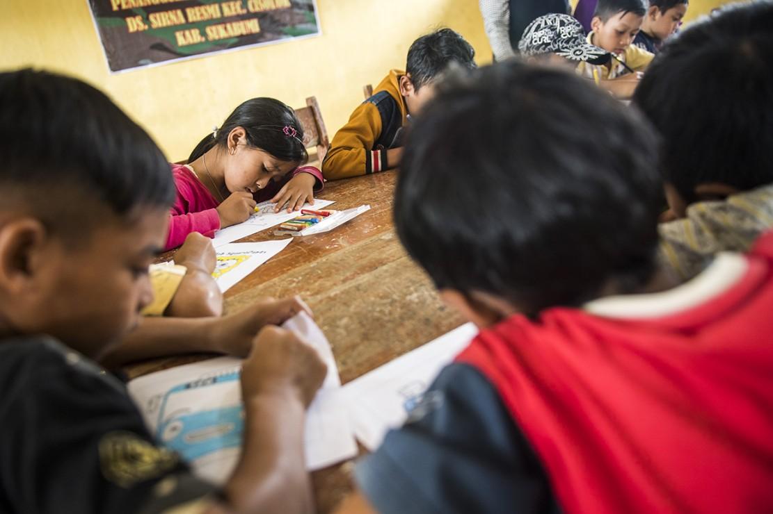 Kegiatan tersebut dilakukan sebagai trauma healing (pemulihan trauma) bagi anak-anak korban bencana alam tanah longsor.