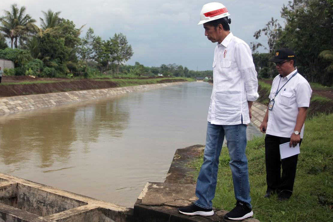 Presiden menyebutkan saluran irigasi primer Lodoyo dibangun pada 1982 dan setelah itu belum ada rehabilitasi lagi yang signifikan.