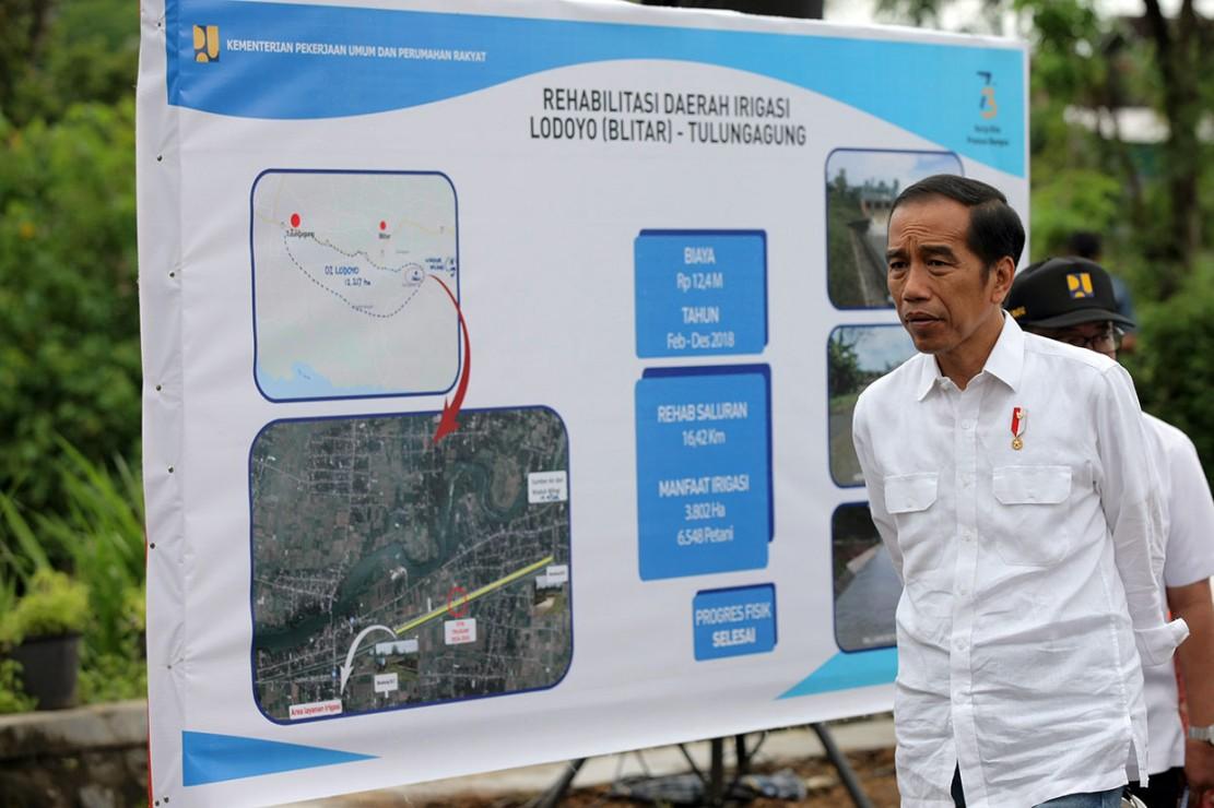 Dalam kunjungannya, Presiden Joko Widodo yang didampingi Menteri PUPR Basuki Hadi Mulyono dan Menteri Sekretaris negara Pramono Anung melakukan pengecekan proyek rehabilitasi irigasi yang ditargetkan mampu mengairi lebih dari 3 ribu hektar lahan pertanian di daerah itu. Jokowi juga meninjau proyek pengendalian banjir.