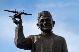 Patung tersebut dikerjakan di Yogyakarta dengan nilai kontrak Rp 1,7 miliar.