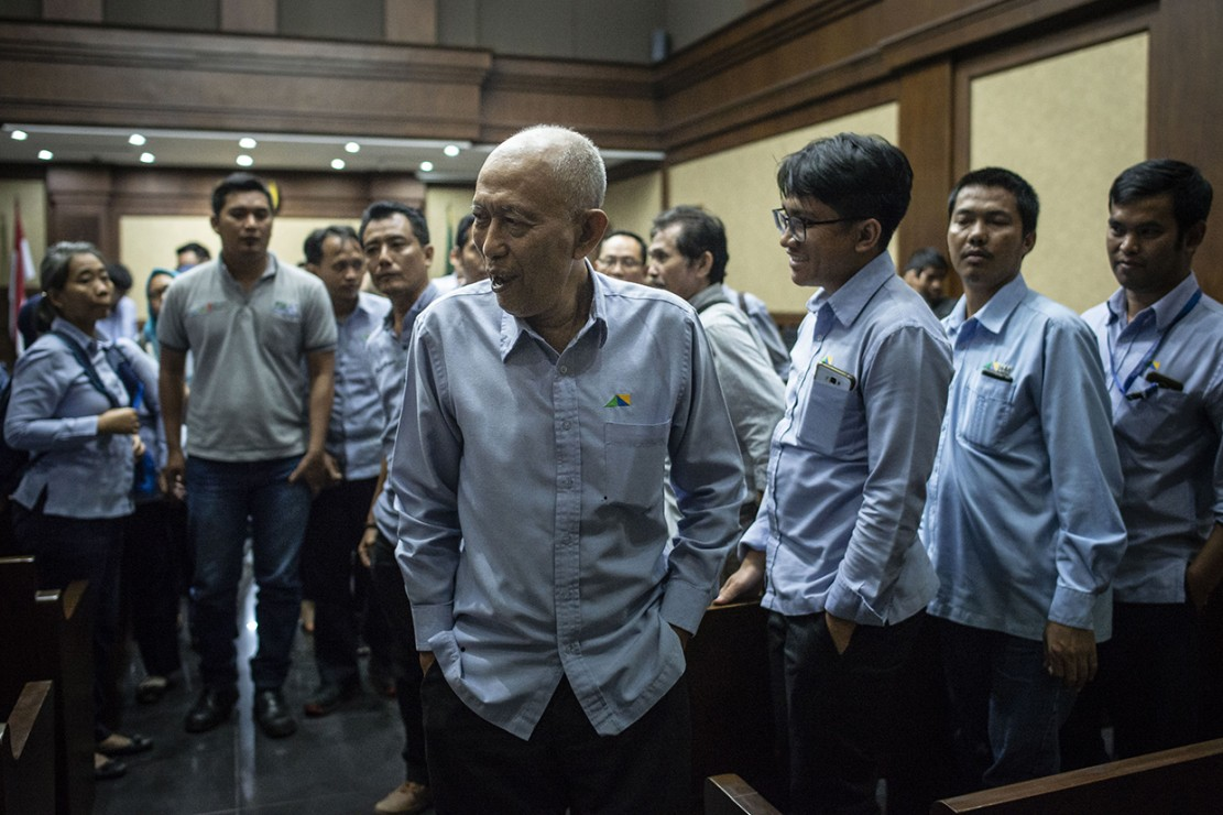 Selain itu, hakim juga menjatuhkan hukuman tambahan dengan melarang PT NKE mengikuti lelang proyek pemerintah selama 6 bulan.